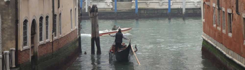 gondolier-on-venice-canal