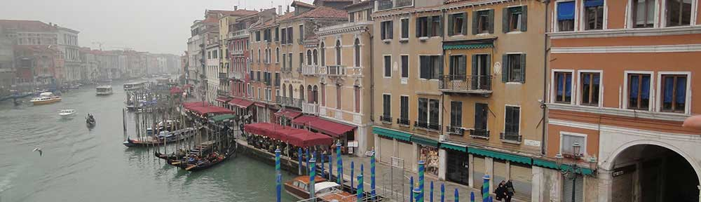 boates-on-venice-canal