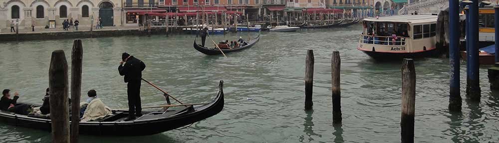 gondolas-on-venice-canal
